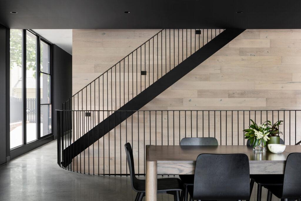 Im Haus entsteht eine Treppe für den Stockwerkeigentümer